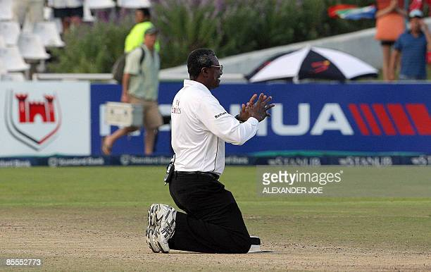 Steve Bucknor Cricket Umpire says goodbye to players as it was his last cricket test during the fourth day of the third test between South Africa and...