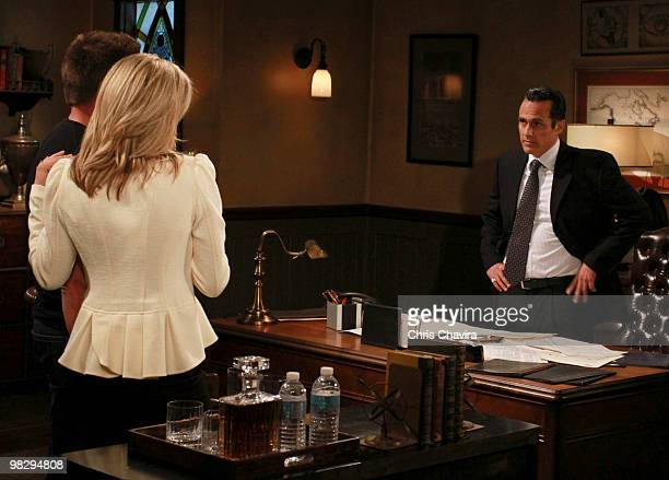 HOSPITAL Steve Burton Laura Wright and Maurice Benard in a scene that airs the week of April 19 2010 on Walt Disney Television via Getty Images...