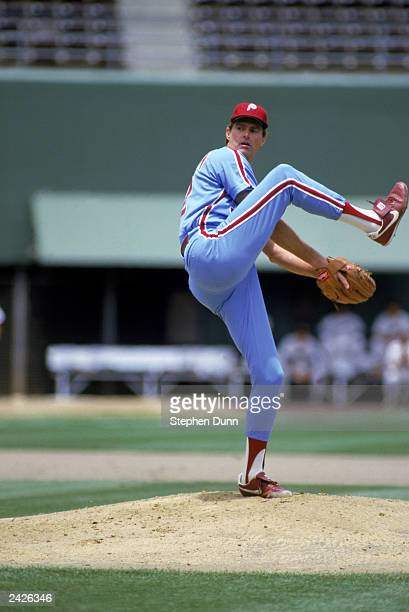 Steve Carlton of the Philadelphia Phillies winds up the pitch during the 1986 season MLB game against the San Diego Padres at Jack Murphy Stadium in...