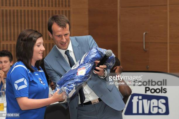 Steve Claridge hands out shirts to teams during the StreetGames Football Pools Fives