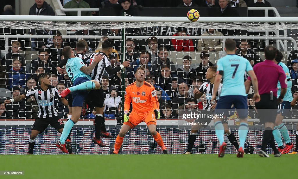 Steve Cook of Bournemouth scores during the Premier League match between Newcastle United and AFC Bournemouth at St. James Park on November 4, 2017 in Newcastle upon Tyne, England.