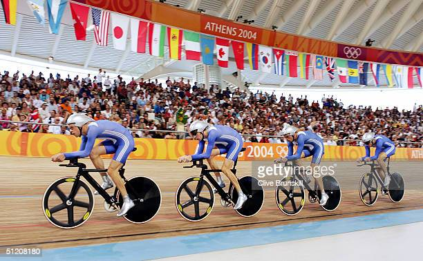 Steve Cummings Paul Manning Chris Newton Bradley Wiggins of team Great Britain in action before finishing second to win the silver medal in the men's...