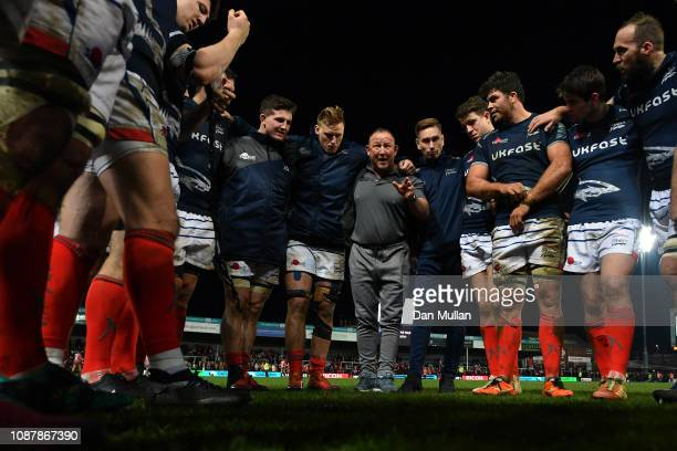 Steve Diamond Sale Sharks' Director of Rugby talks to his players following their victory during the Gallagher Premiership Rugby match between...