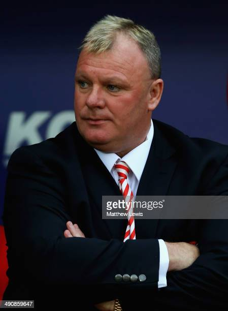 Steve Evans manager of Rotherham United looks on during the Sky Bet League One Play Off Semi Final Second Leg between at Rotherham United and Preston...
