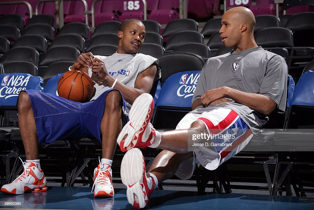 low cost c3f43 749e5 Steve Francis of the New York Knicks sits and talks with ...