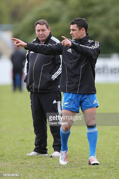 Steve Hansen the All Blacks head coach looks on with flyhalf Dan Carter during the New Zealand All Blacks captain's run at Centro Naval on September...