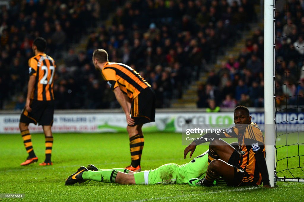 Steve Harper and Maynor Figueroa of Hull City react after conceding the first goal during the Barclays Premier League match between Hull City and Southampton at the KC Stadium on February 11, 2014 in Hull, England.