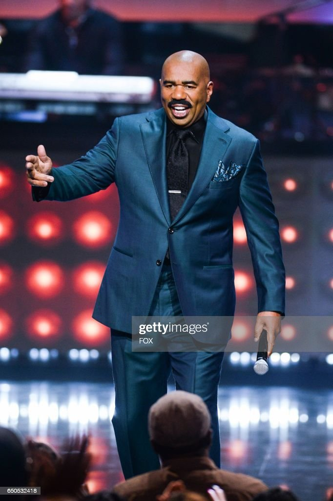 Steve Harvey hosts SHOWTIME AT THE APOLLO airing Monday, Dec. 5 (8:00-10:00 PM ET/PT) on FOX.
