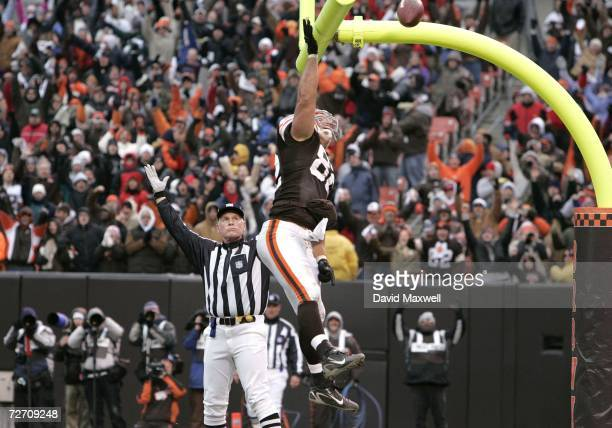 Steve Heiden of the Cleveland Browns celebrates a touchdown against the Kansas City Chiefs during the fourth quarter on December 3 2006 at Cleveland...
