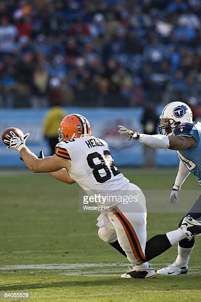 Steve Heiden of the Cleveland Browns makes a diving catch against the Tennessee Titans at LP Field on December 7 2008 in Nashville Tennessee The...
