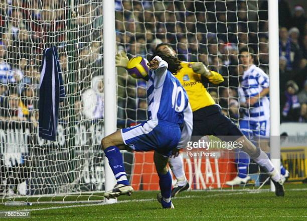 Steve Hunt scores past Craig Gordon of Sunderland for Reading's 2nd goal during the Barclays Premier League match between Reading and Sunderland at...