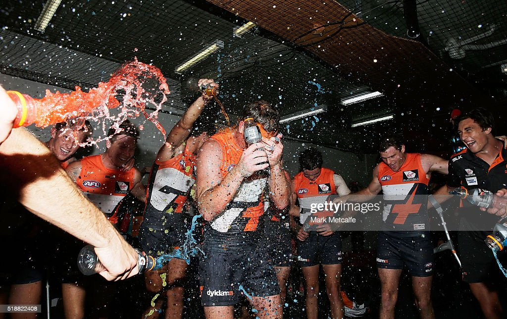 AFL Rd 2 - GWS v Geelong : News Photo