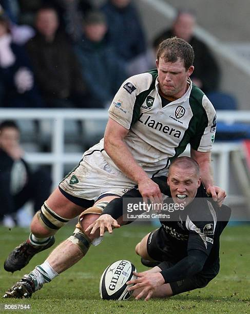 Steve Jone of Newcastle battles for the ball with Phil Murphy of London Irish during the Guinness Premiership match between Newcastle Falcons and...