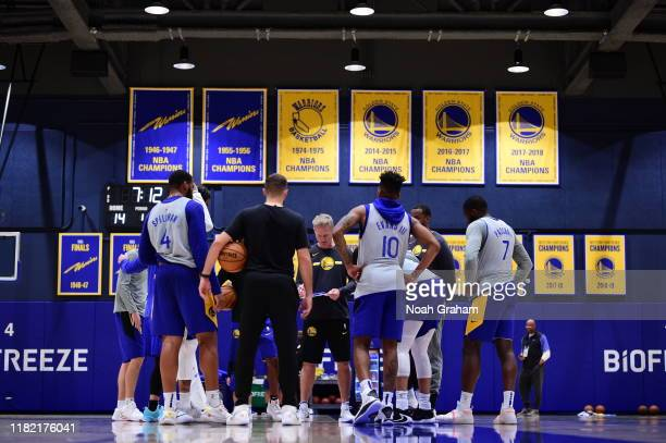 Steve Kerr of the Golden State Warriors huddles up his team during practice on October 20, 2019 at the Biofreeze Performance Center in San Francisco,...