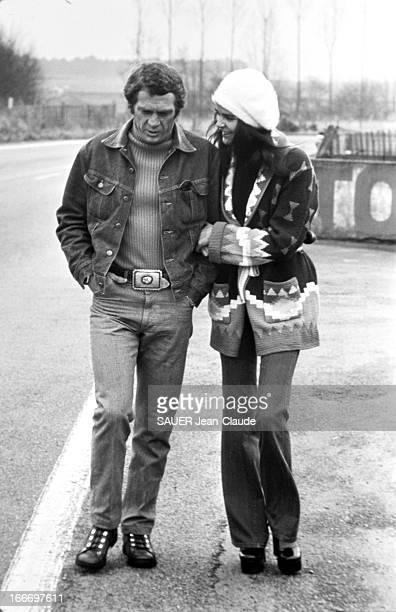 Steve Mac Queen And Ali Mac Graw In France France février 1973 Steve MAC QUEEN et sa compagne Ali MAC GRAW en France à l'occasion de la sortie à...