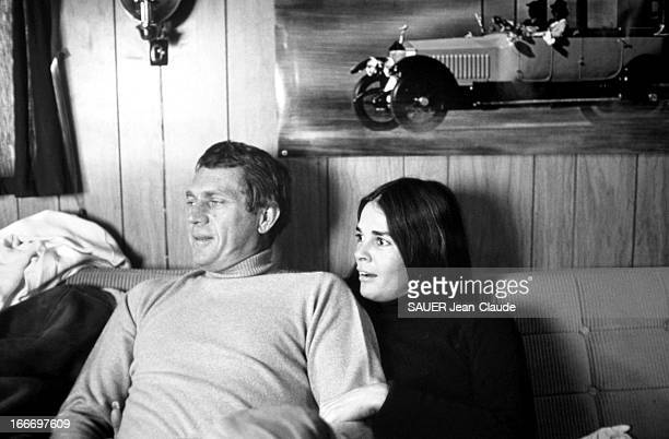 Steve Mac Queen And Ali Mac Graw In Spain For The Shooting Of The Movie 'Papillon' Espagne février 1973 Steve MAC QUEEN et sa compagne Ali MAC GRAW...