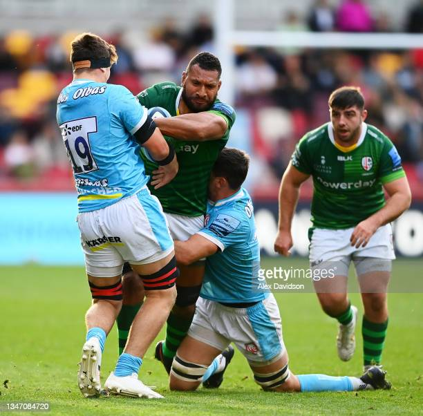 Steve Mafi of London Irish goes into contact with Freddie Thomas of Gloucester during the Gallagher Premiership Rugby match between London Irish and...
