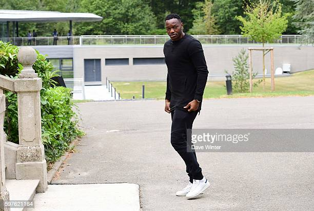 Steve Mandanda of France arriving at the Centre National du Football on August 29 2016 in Clairefontaine France