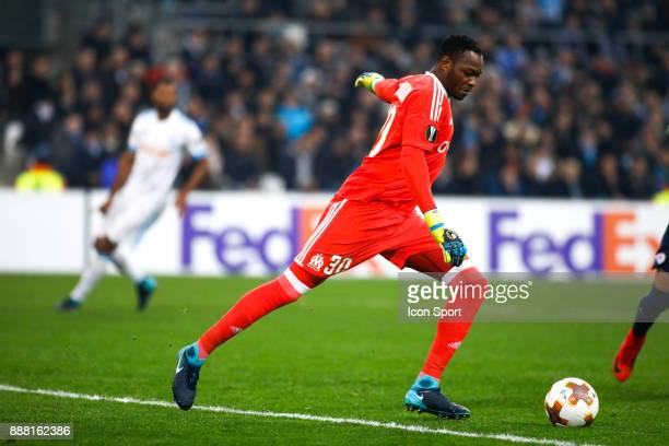 Steve Mandanda of Marseille during the Uefa Europa League match between Olympique de Marseille and Red Bull Salzburg at Stade Velodrome on December 7...