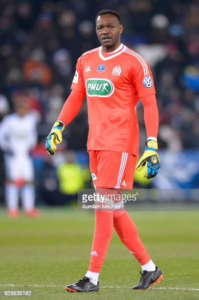 Steve Mandanda of Olympique de Marseille reacts during the French Cup match between Paris SaintGermain and Olympique de Marseille at Parc des Princes...