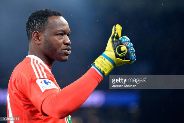 Steve Mandanda of Olympique de Marseille salutes supporters after loosing 30 against Paris SaintGermain during the French Cup match between Paris...