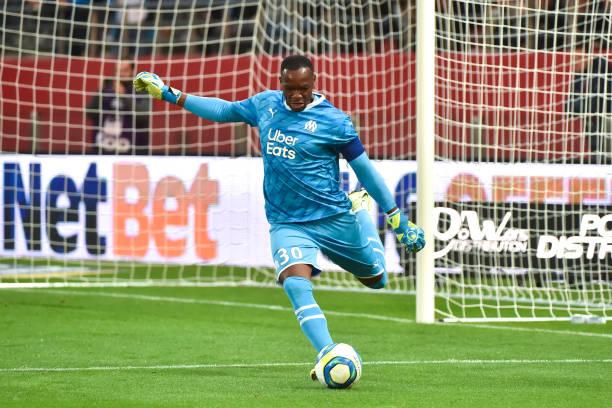 Championnat de France de football LIGUE 1 2018-2019-2020 - Page 28 Steve-mandanda-of-om-during-the-ligue-1-match-between-dijon-and-on-picture-id1170789146?k=6&m=1170789146&s=612x612&w=0&h=UIgbW81cxNjLq_yOpx4kV0tbIic1ElNK2GMMg0QXNPQ=