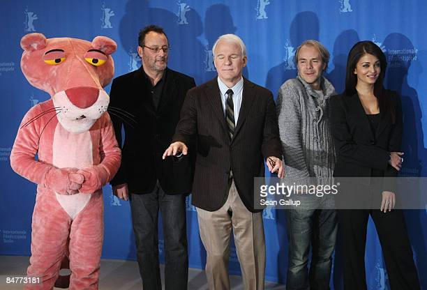 Steve Martin jokes with photographers as Aishwarya Rai Bachchan director Harald Zwart Jean Reno and the 'Pink Panther' attend the photocall for 'Pink...
