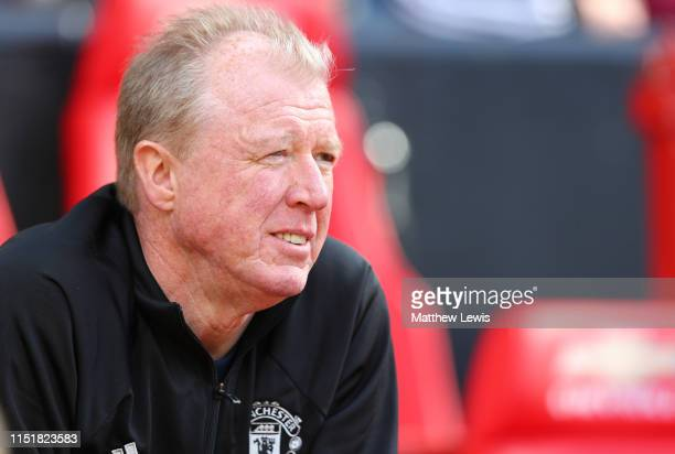 Steve McClaren Assisant manager of Manchester United '99 Legends looks on during the Manchester United '99 Legends and FC Bayern Legends match at Old...
