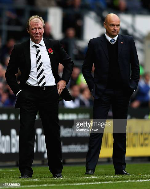 Steve McClaren manager of Derby County and Uwe Rosler manager of Wigan Athleic looks on during the Sky Bet Championship match between Derby County...