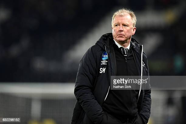 Steve McClaren manager of Derby County looks on during the Sky Bet Championship match between Derby County and Reading at the iPro Stadium on January...