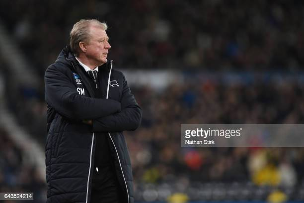 Steve McClaren manager of Derby County looks on during the Sky Bet Championship match between Derby County and Burton Albion at the iPro Stadium on...