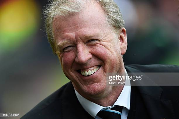 Steve McClaren manager of Newcastle United looks on prior to the Barclays Premier League match between AFC Bournemouth and Newcastle United at...