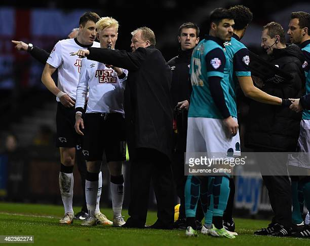 Steve McClaren of Derby County talks with Will Hughes during the Sky Bet Championship match between Derby County and Blackburn Rovers at iPro Stadium...