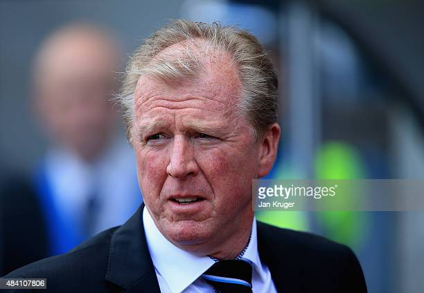 Steve McLaren manager of Newcastle United looks on during the Barclays Premier League match between Swansea City and Newcastle United at Liberty...