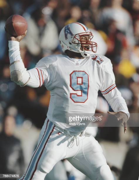 Steve McNair Quarterback for the Tennessee Oilers runs the ball during the American Football Conference Central game against the Minnesota Vikings on...
