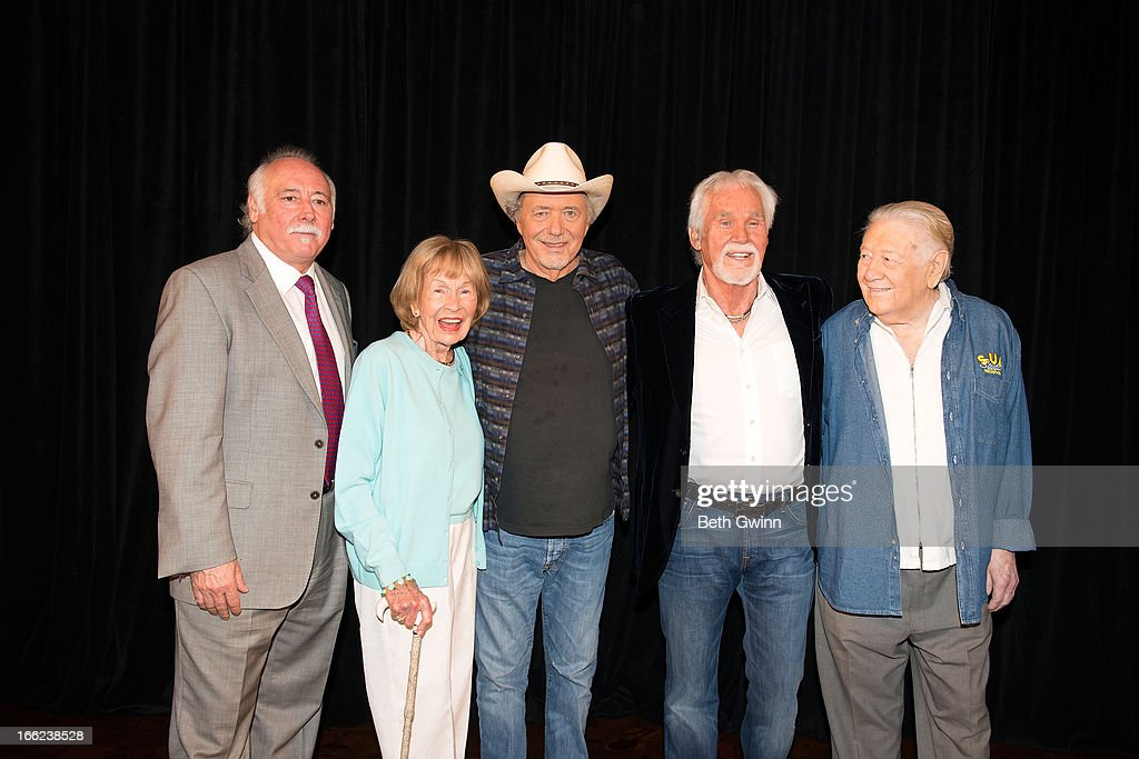 2013 Country Music Hall Of Fame Inductees Announcement