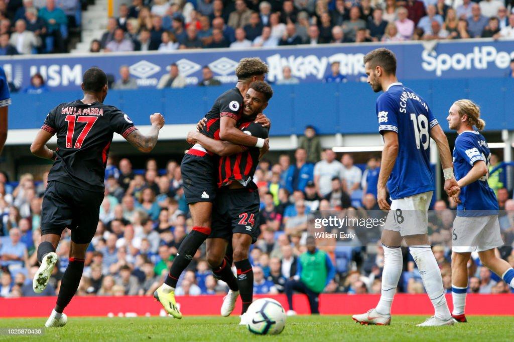 Everton FC v Huddersfield Town - Premier League : News Photo