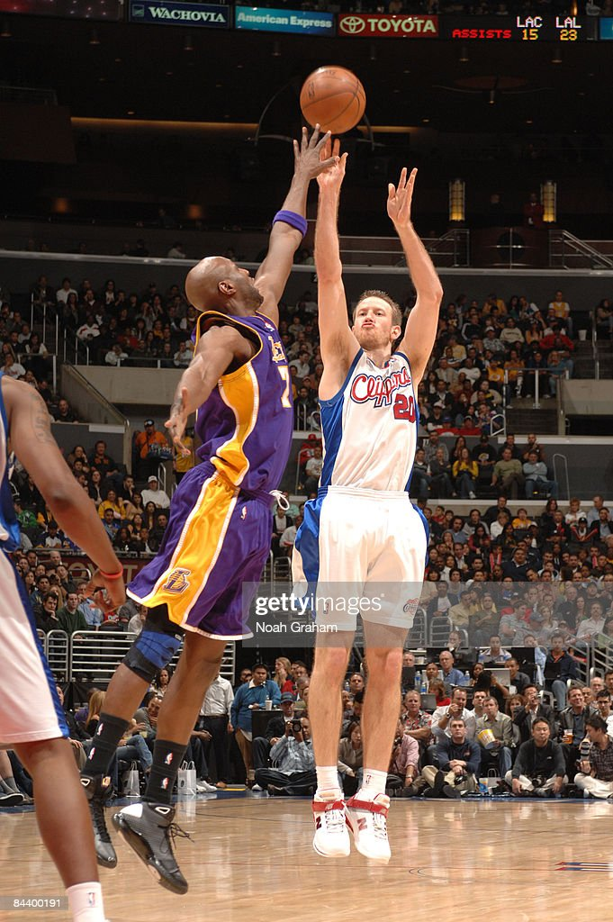 Steve Novak #20 of the Los Angeles Clippers shoots against Lamar Odom #7 of the Los Angeles Lakers at Staples Center on January 21, 2009 in Los Angeles, California.