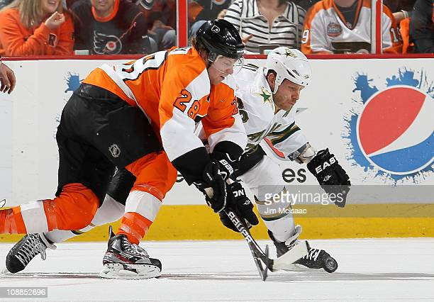 Steve Ott of the Dallas Stars and Claude Giroux of the Philadelphia Flyers battle for the puck after a faceoff on February 5 2011 at Wells Fargo...