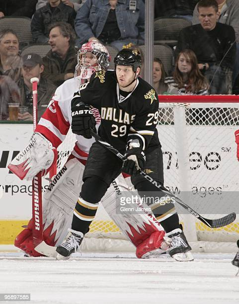 Steve Ott of the Dallas Stars sets up in front of the net against Jimmy Howard of the Detroit Red Wings on January 16, 2010 at the American Airlines...