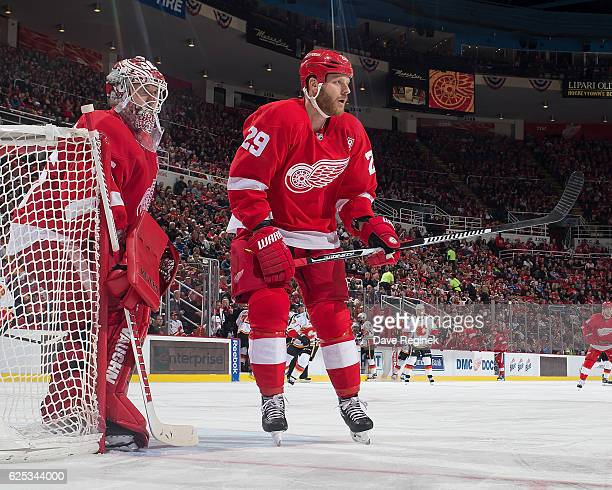Steve Ott of the Detroit Red Wings follows the play in front of Jimmy Howard of the Wings during an NHL game against the Calgary Flames at Joe Louis...