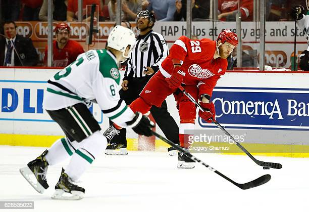 Steve Ott of the Detroit Red Wings scores a empty net third period goal past Julius Honka of the Dallas Stars at Joe Louis Arena on November 29 2016...