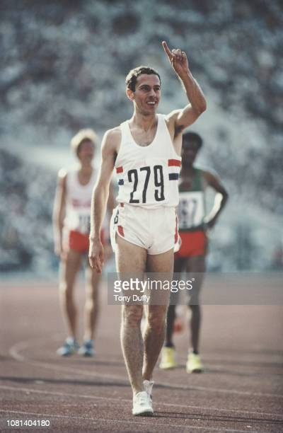 Steve Ovett of Great Britain signals 'ILY' I Love You to his girlfriend Rachel Waller after winning the Men's 800m race on 26th July 1980 at the XXII...
