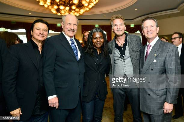 Steve Perry, Beverly Hills Bar Association's Entertainent Lawyer of the year L. Lee Phillips, Tracy Chapman, Kenny Loggins and Beverly Hills Bar...