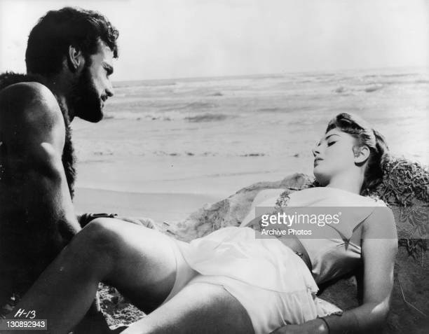 Steve Reeves comes up upon Sylva Koscina in a scene from the film 'Hercules 1958