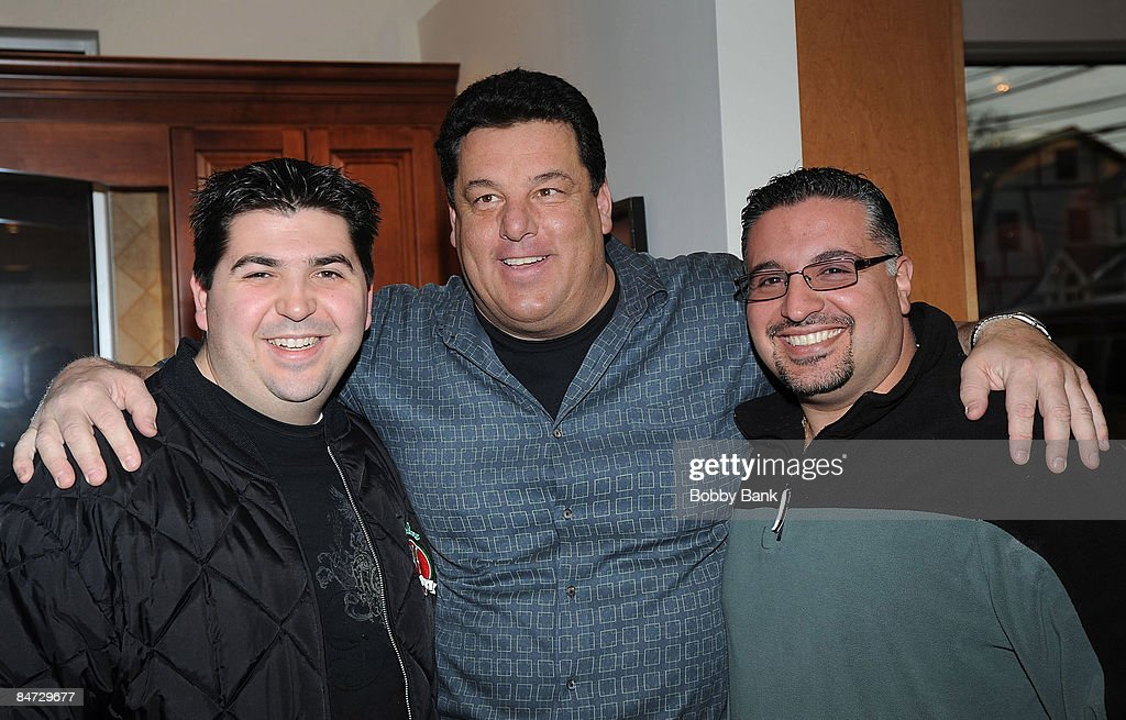 Steve Schirripa And Fans At His Signing At The Cabinet Factory On February  7 2009 In