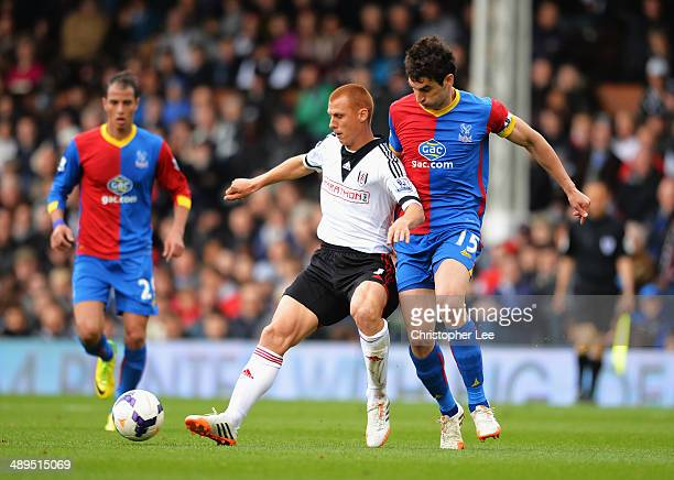 Steve Sidwell of Fulham is challenged by Mile Jedinak of Crystal Palace during the Barclays Premier League match between Fulham and Crystal Palace at...