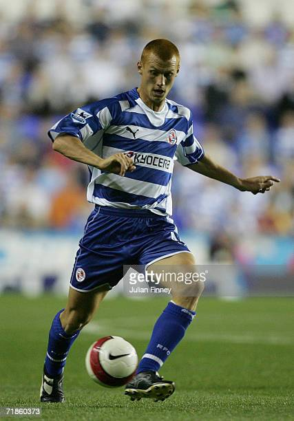 Steve Sidwell of Reading in action during the Barclays Premiership match between Reading and Manchester City at the Madejski Stadium on September 11...