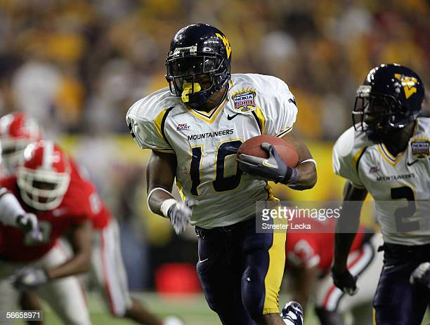 Steve Slaton of the West Virginia Mountaineers runs the ball against the Georgia Bulldogs during the Nokia Sugar Bowl game at the Georgia Dome on...