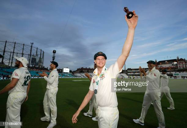 Steve Smith of Australia celebrate with the Urn after Australian drew the series to retain the Ashes during day four of the 5th Specsavers Ashes Test...